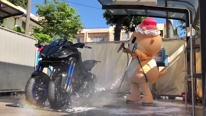 ちぃたんが洗車に挑戦した結果wwwwwガワ大丈夫かこれ