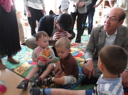 120419保育幼稚園の子どもたちと