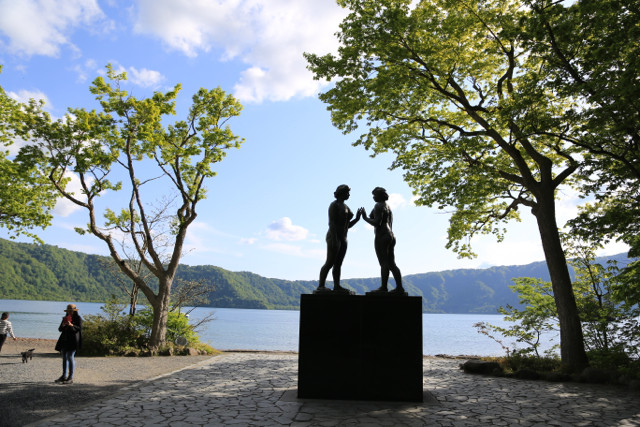 5:27十和田湖 乙女の像