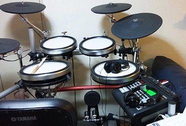 ドラムマーってコーラスもろくすっぽ出来ないし楽譜もまともに読めないし