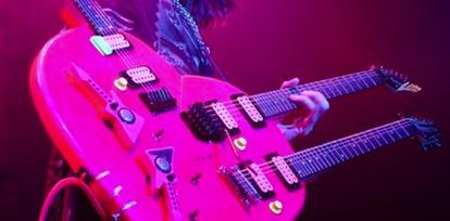 steve_vai-heart_guitar-763888