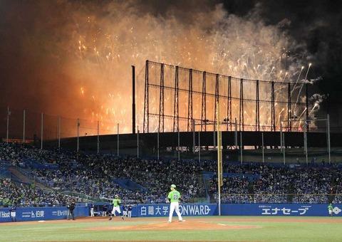 ジャニーズ事務所 プロ野球ヤクルト中日戦 中断を謝罪 嵐フェス2020の収録中花火の煙と風船が侵入  [ばーど★]