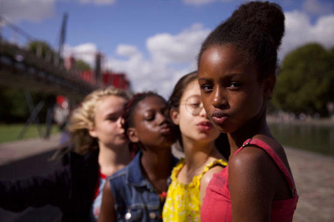 【#CancelNetflix】ネットフリックス配信映画『キューティーズ!』がまるで児童ポルノと問題化 #つばめ  [鉄チーズ烏★]