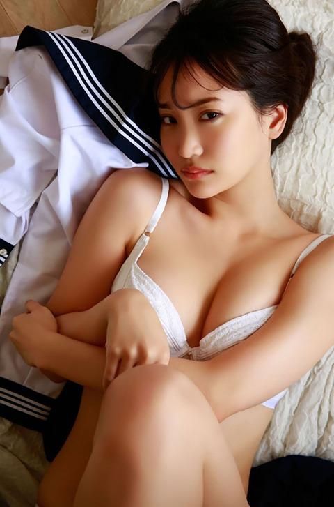 【アイドル】「セーラー服を脱ぎ捨てて…」元AKB48永尾まりや(26)、大胆な脱ぎっぷり!セクシーすぎる写真集カット解禁  [ジョーカーマン★]