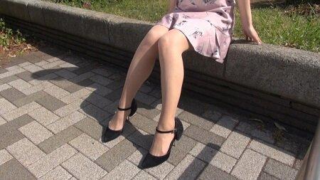 【閲覧注意】超ミニスカ女性がエスカレーターでとんでもないことにwwwwwwwwww(gif動画)