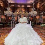 【浜崎あゆみ】白いドレス姿でピースサイン FNS歌謡祭は「緊張の手汗でマイクずるんずるん」  [爆笑ゴリラ★]