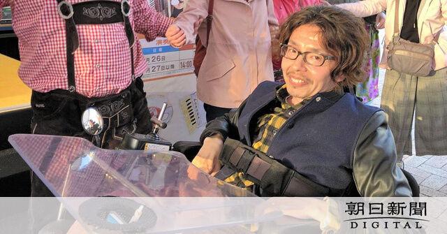 電動車いすの男性、車にはねられ死亡 障害者支援に奔走