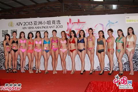 「ミス・アジア」の中国予選区で水着審査に参加した候補者たち