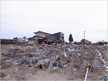 東日本大震災で流出を免れた家