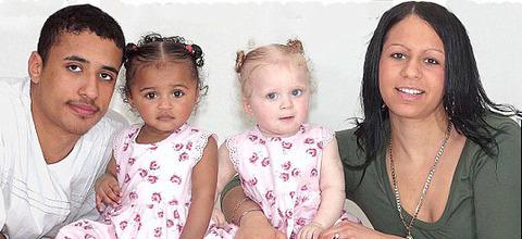白人母と黒人父から生まれた双子