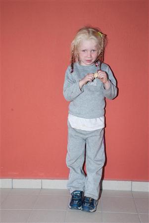 ロマ族のキャンプでみつかった身元不明の金髪の幼女