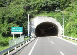 高松自動車道上り線魚見山トンネル