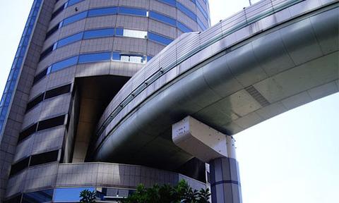大阪の高速道路が貫通している『ゲートタワービル』