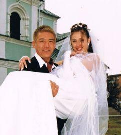 餃子の王将3代目 加藤貴司氏(40)と妻だった加藤カチェリーナさん(30)