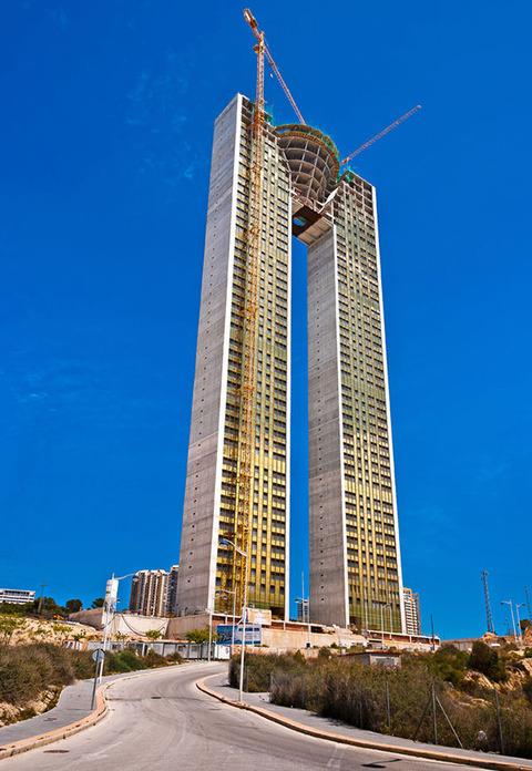 建築家がエレベーターを付け忘れたスペインの超高層ビル