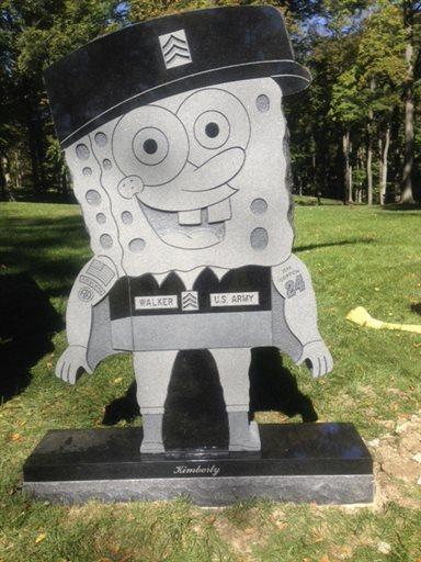 ギャグアニメのキャラクター、スポンジ・ボブを象った墓石