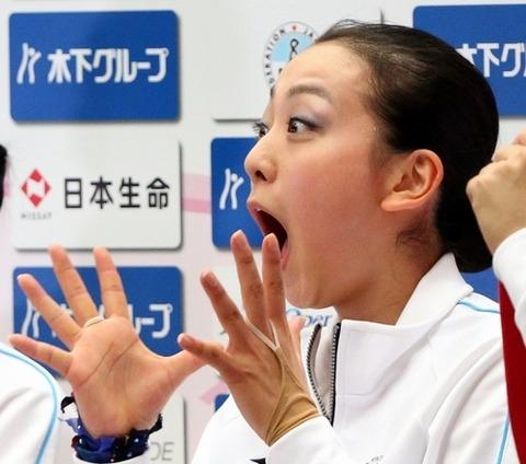 フリーの自己最高得点の表示を見て驚く浅田真央さん
