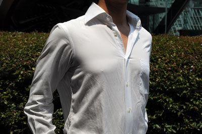 男性ワイシャツ透け乳首