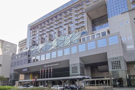 800px-Hotel_Granvia_Kyoto_20111007-001