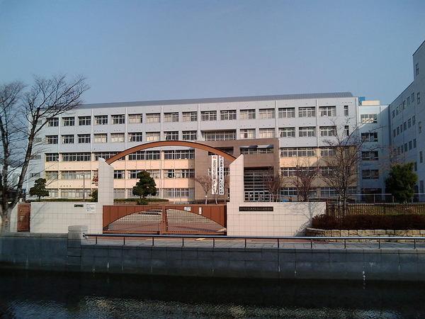 800px-Rokko_Island_High_School