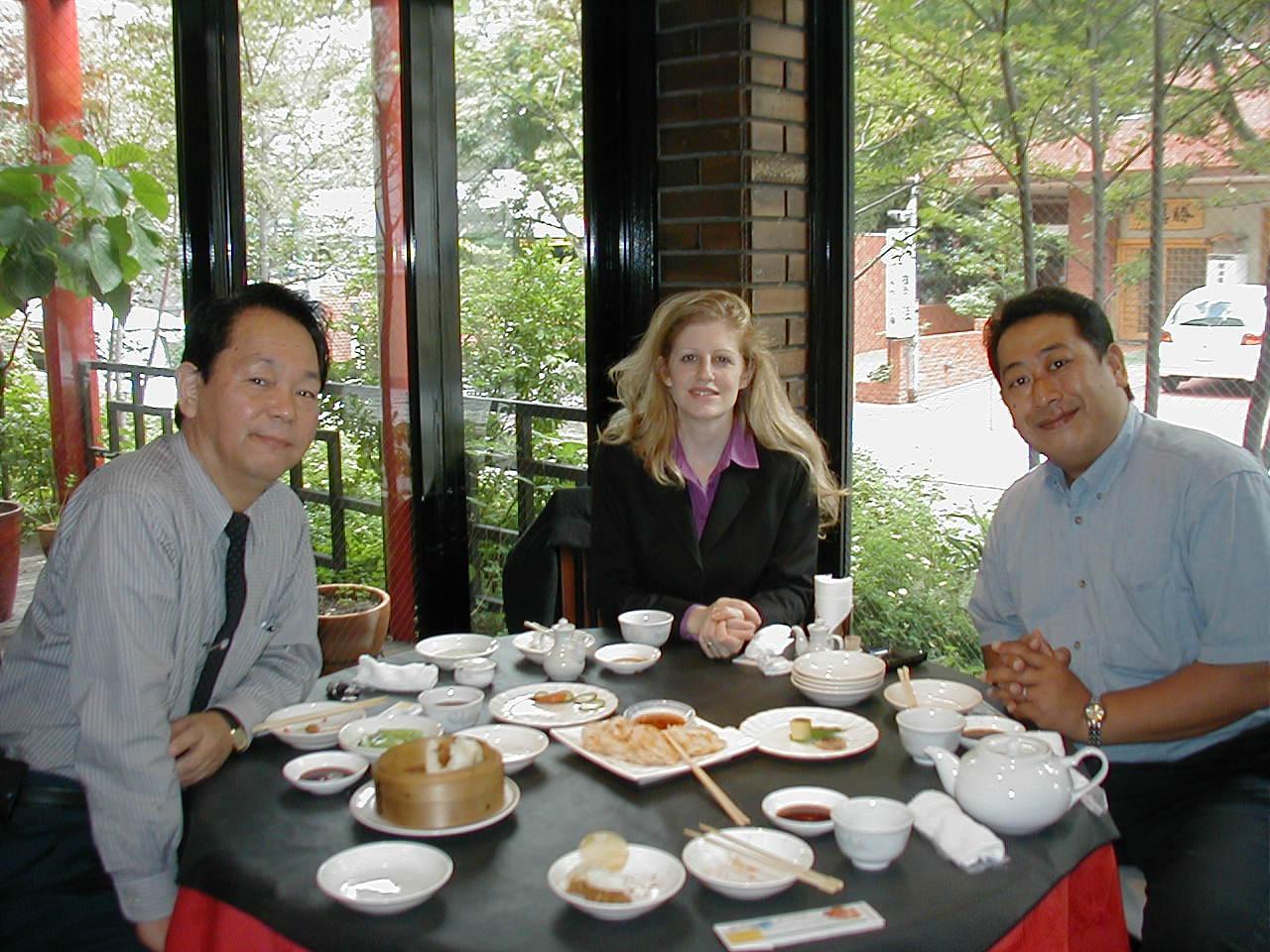 overseasjp 福岡市内で、英会話学校を運営されているTさんもゲストに加え、飲茶のラン..