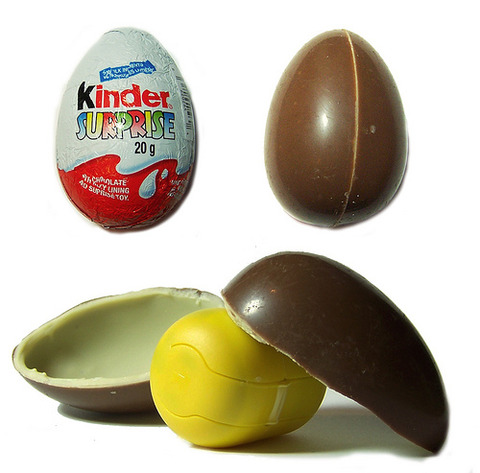 fabzilicious_Kinder-Surprise-Egg_Open-with-Surprise