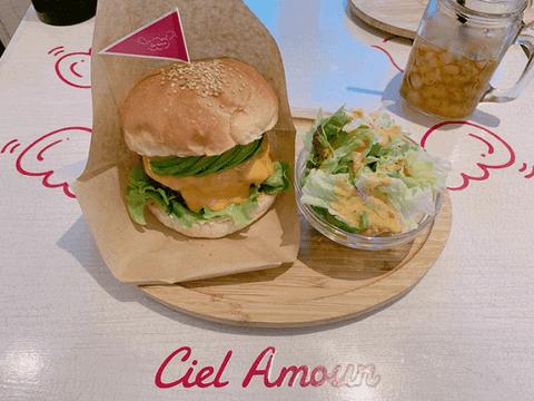 辻希美、まさかの大手ハンバーガー店批判で騒然「他の店をディスるのはやりすぎ」