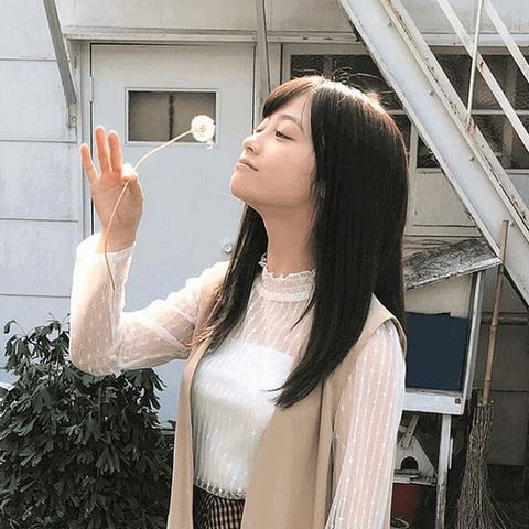 【千年さん】橋本環奈さんがたんぽぽの綿毛を吹く姿に称賛の声wwwwww