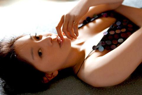 石橋杏奈「透明感」見て 写真集で水着や美脚披露