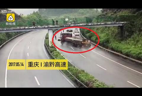 高速道路で止まっていた車たちにタンクローリーが突っ込んで大惨事に