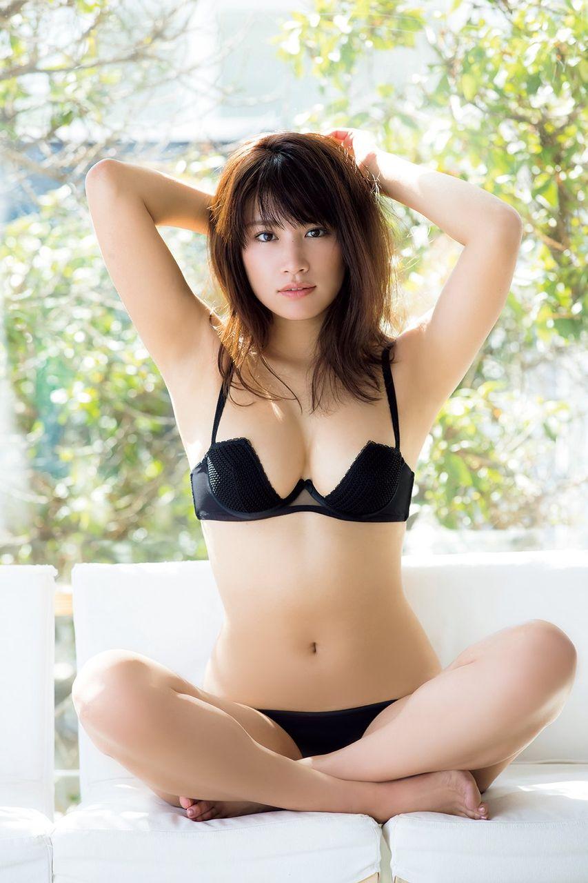 久松郁実、大胆SEXYに初挑戦 美谷間際立つランジェリー姿披露