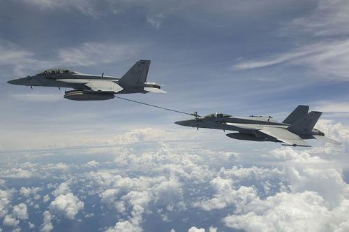 F-18F_refueling_F-18E