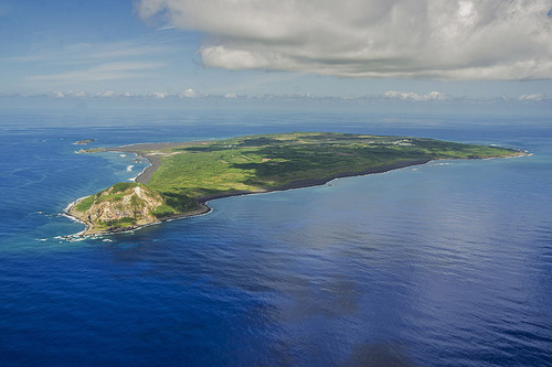 800px-Aerial_view_of_Iwo_Jima_in_September_2014