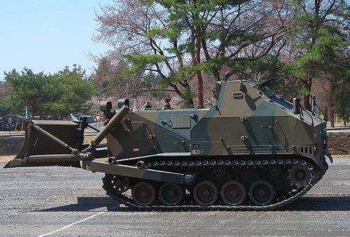 1024px-JGSDF_Type_75_dozer_20120408-02