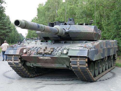 800px-Leopard_2_A7