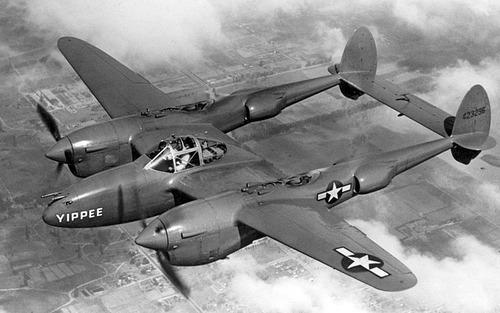 800px-Lockheed_P-38_Lightning_USAF