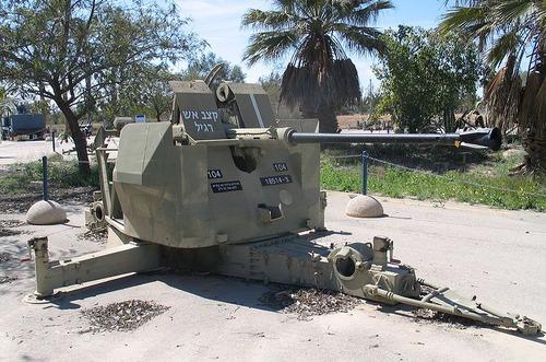 800px-Bofors-40-L70-hatzerim-2-1