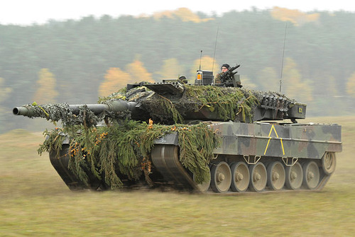 640px-German_Army_Leopard_2A6_tank_in_Oct__2012