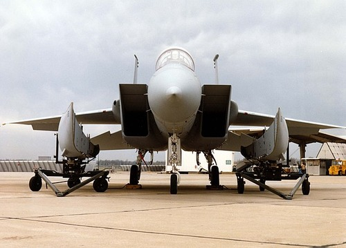 McDonnell_Douglas_F-15C_with_the_conformal_FAST_PACK_fuel_tanks