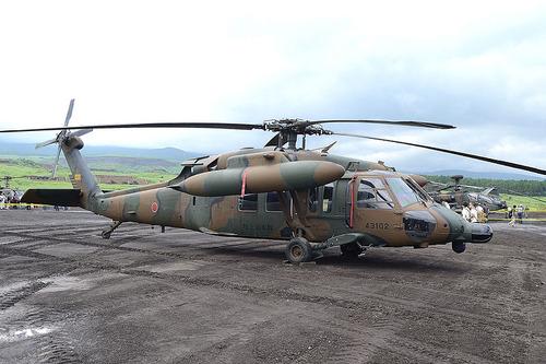 800px-JGSDF_UH-60JA_higashi_fuji_Firing_Space