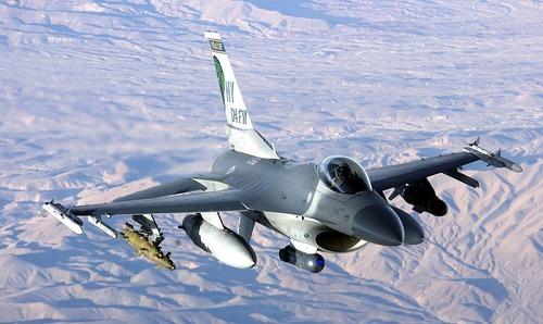 1024px-USAF_F-16FightingFalcon