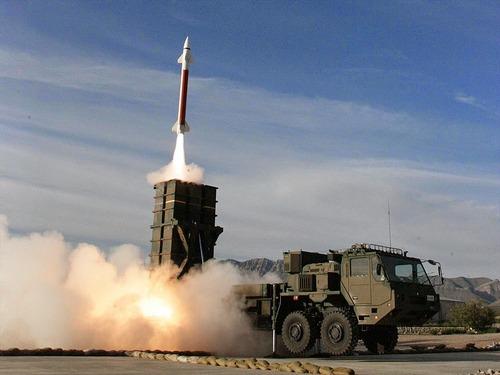 1023px-03式中距離地対空誘導弾_高射学校・中SAM射撃