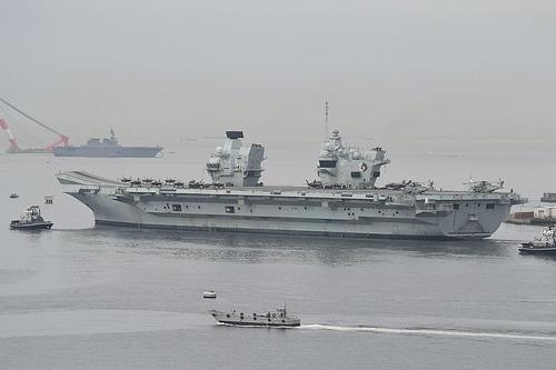 HMS_Queen_Elizabeth_(R08)_departing_from_Yokosuka