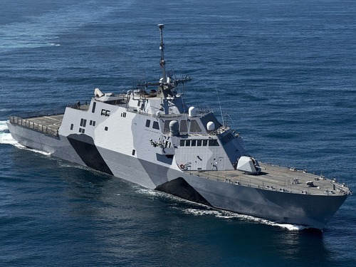 1280px-USS-Freedom-130222-N-DR144-174-crop