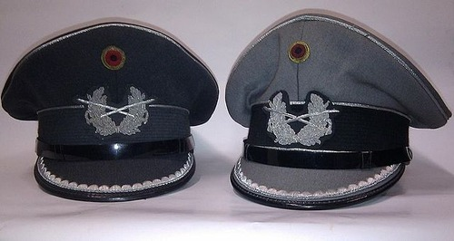 Schirmmuetzen_Heer_(Leutnante,_Hauptleute)