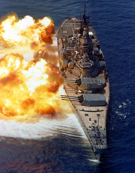 603px-BB61_USS_Iowa_BB61_broadside_USN