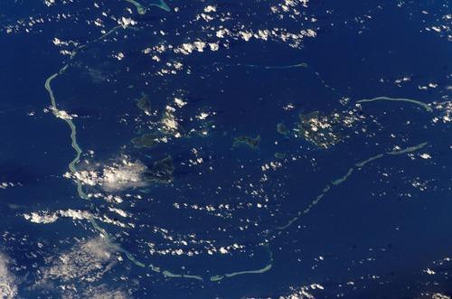 1024px-Chuuk_islands_(satellite)