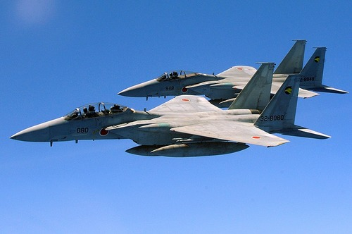 800px-Two_Japan_Air_Self_Defense_Force_F-15_jets
