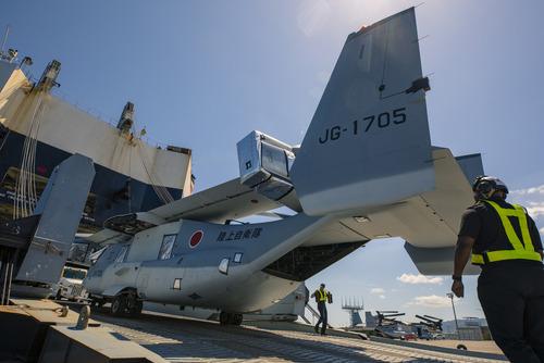 Ospreys_bound_for_Japan_200508-M-LP762-1270