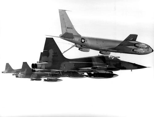 1008px-F-5Cs_KC-135A_020906-f-9999r-003